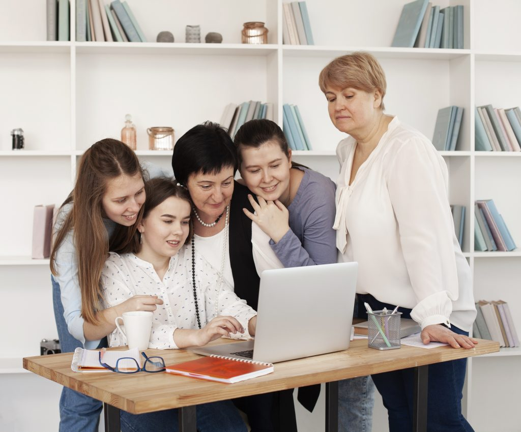 No dia das mulheres consultoria oferece curso de elaboração de projetos